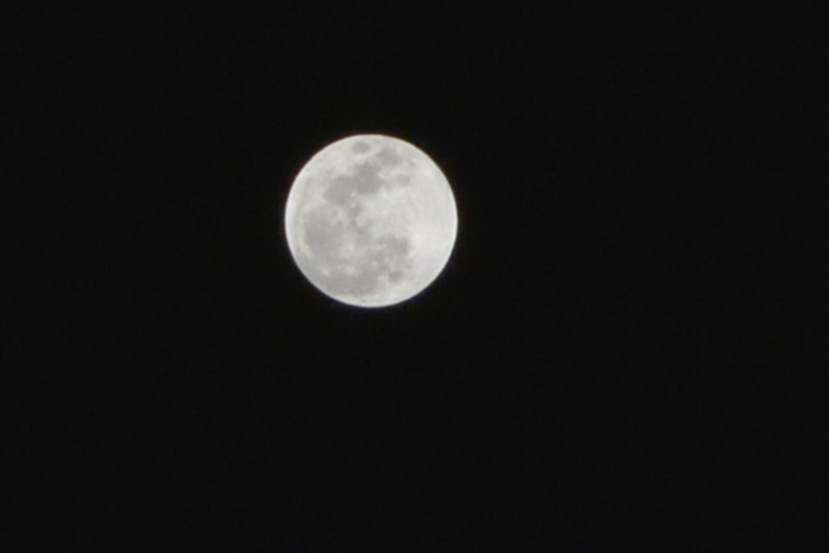 [FOTOS] Espiando o eclipse da Superlua em Natal