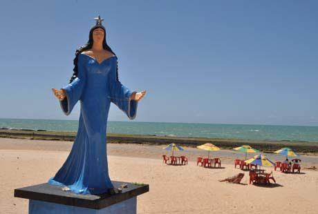 Por que diabos querem destruir a Iemanjá da Praia do Meio?