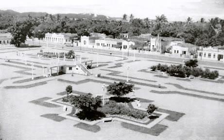 Foto da praça na década de 50