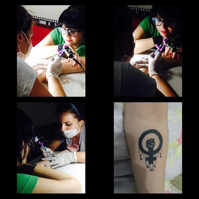 Tahiane tatuando (Foto: Instagram)