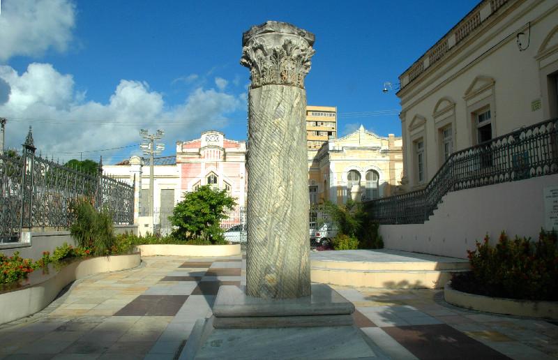 Coluna Capitolina: O que é este monumento em Natal?