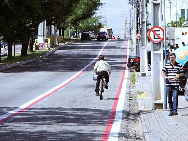 Ciclistas pedem para construir ciclovia na Rota do Sol