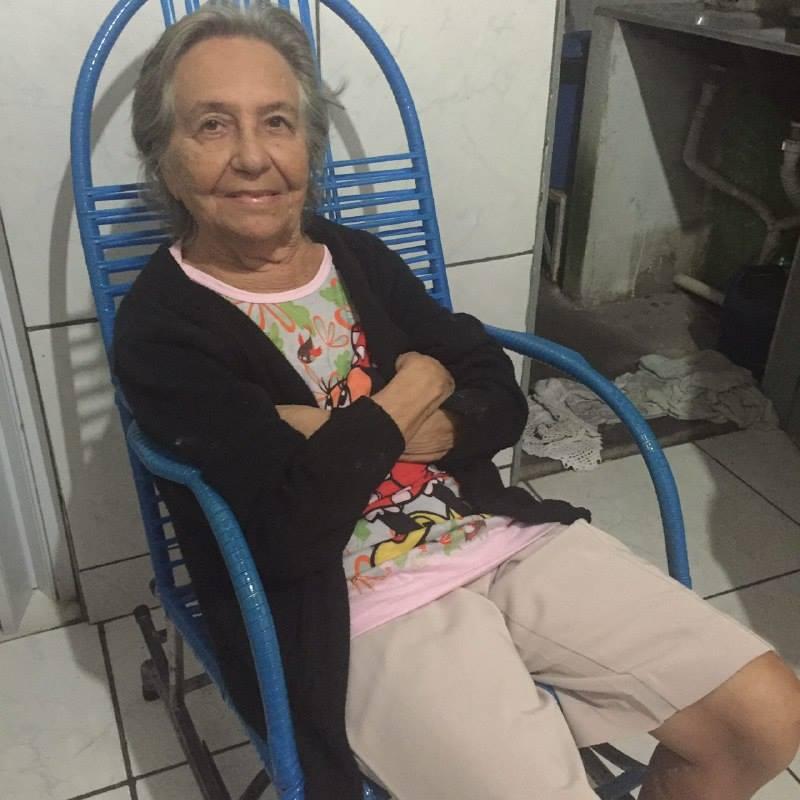 Neta utiliza internet para salvar avó de despejo