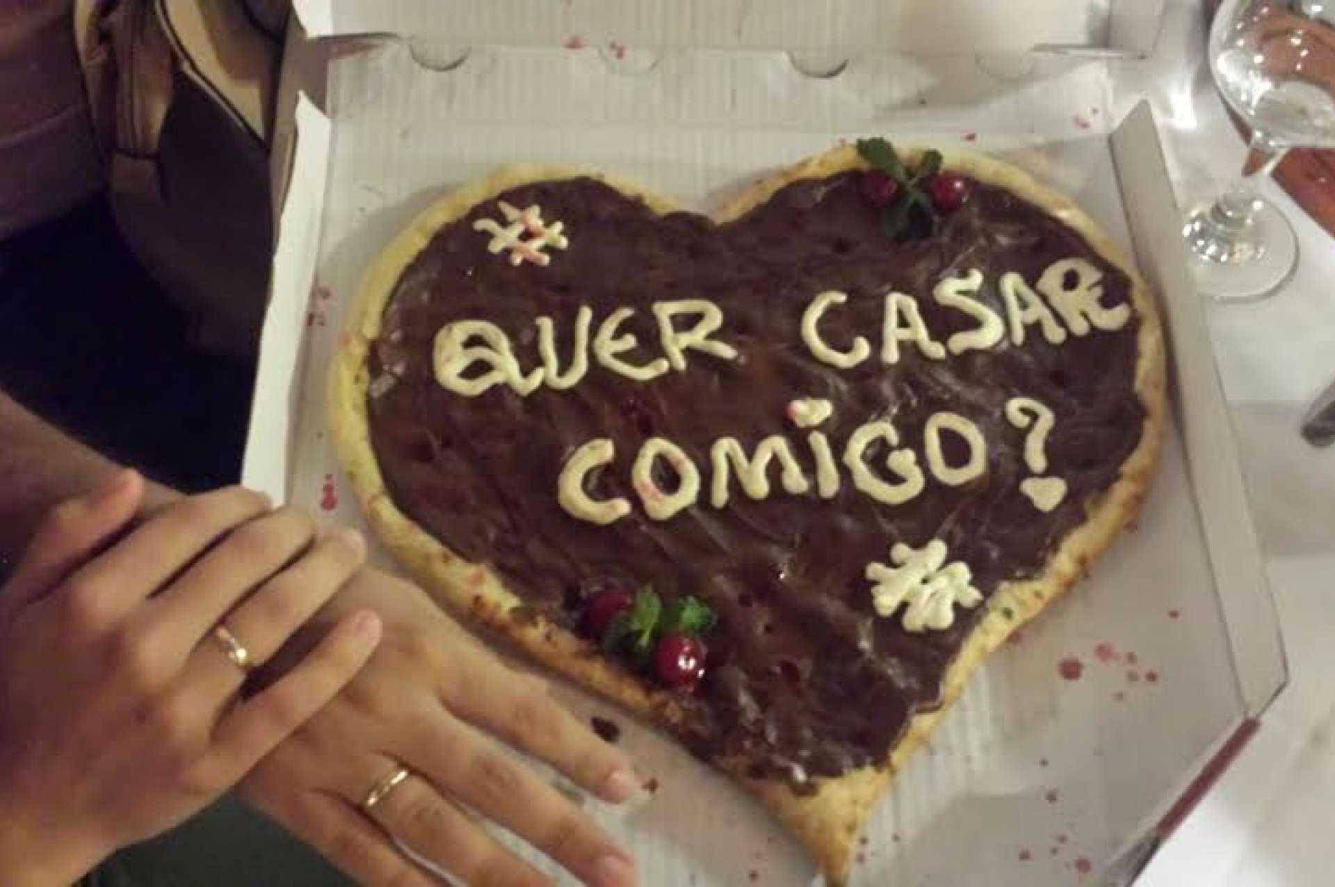 Como pedir a pessoa em casamento usando pizza?