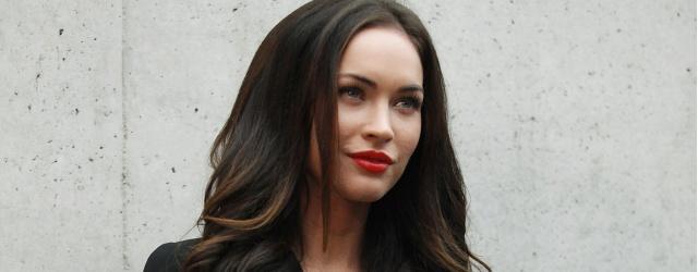 Pamela Anderson, sanduíche do Wayne's, se transforma em Megan Fox