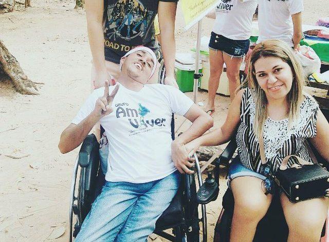 Amigos ajudam jornalista com deficiência a pagar aluguel e você pode ajudar