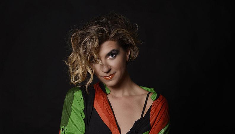 Cantora Joana Knobbe realiza uma turnê com pernambucano