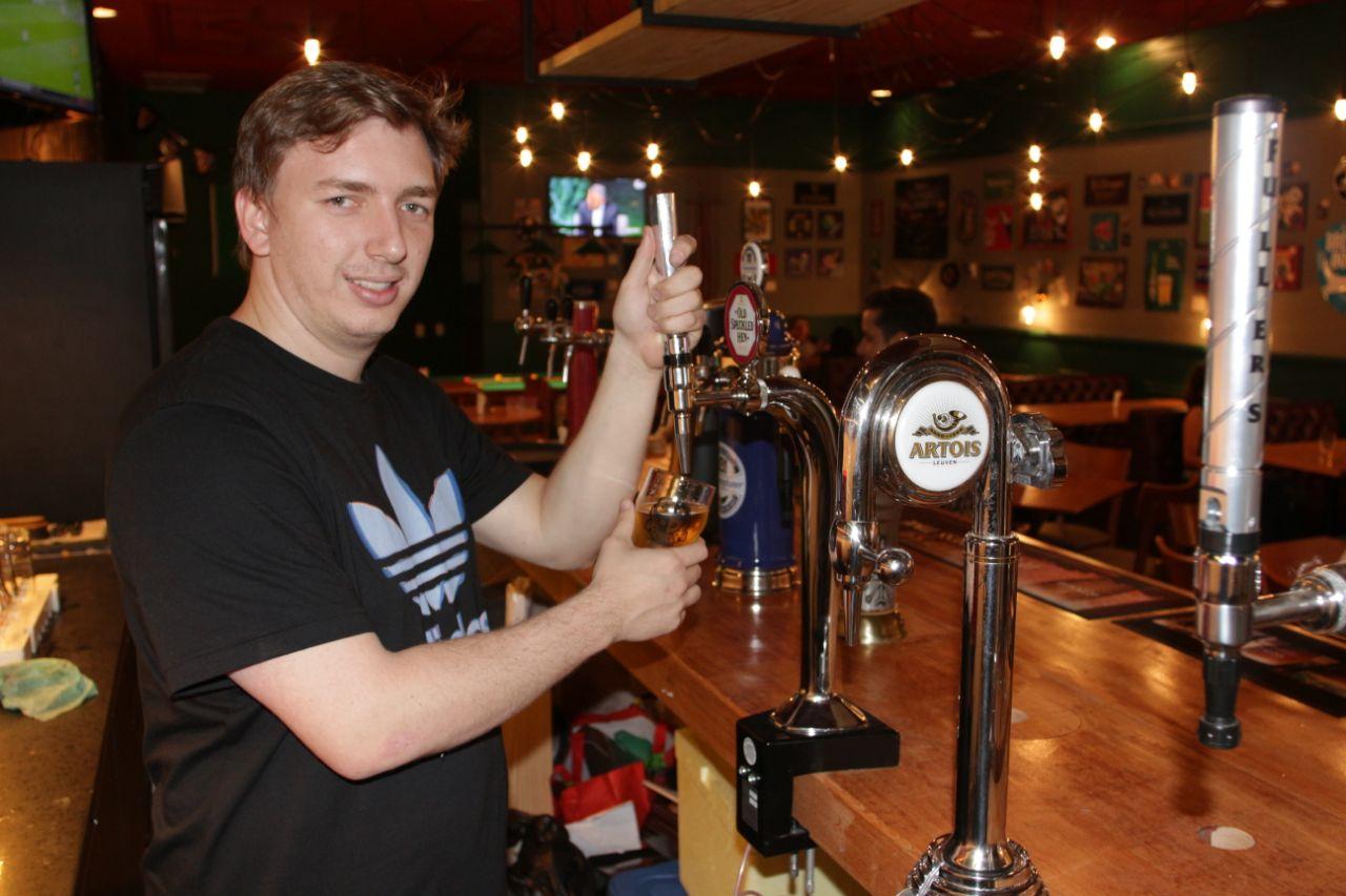 Pub natalense oferece cervejas locais para beberem em dezembro