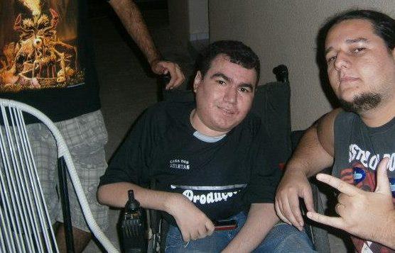 Estudante de história da UFRN precisa de nova cadeira de rodas para assistir as aulas