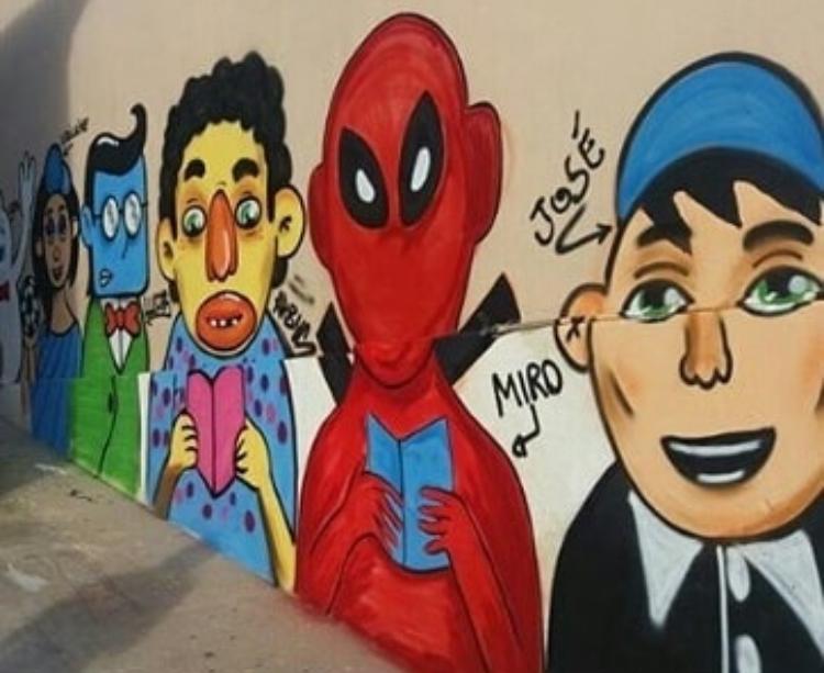 Crianças de Nova Cruz decoram muro da escola com Graffiti