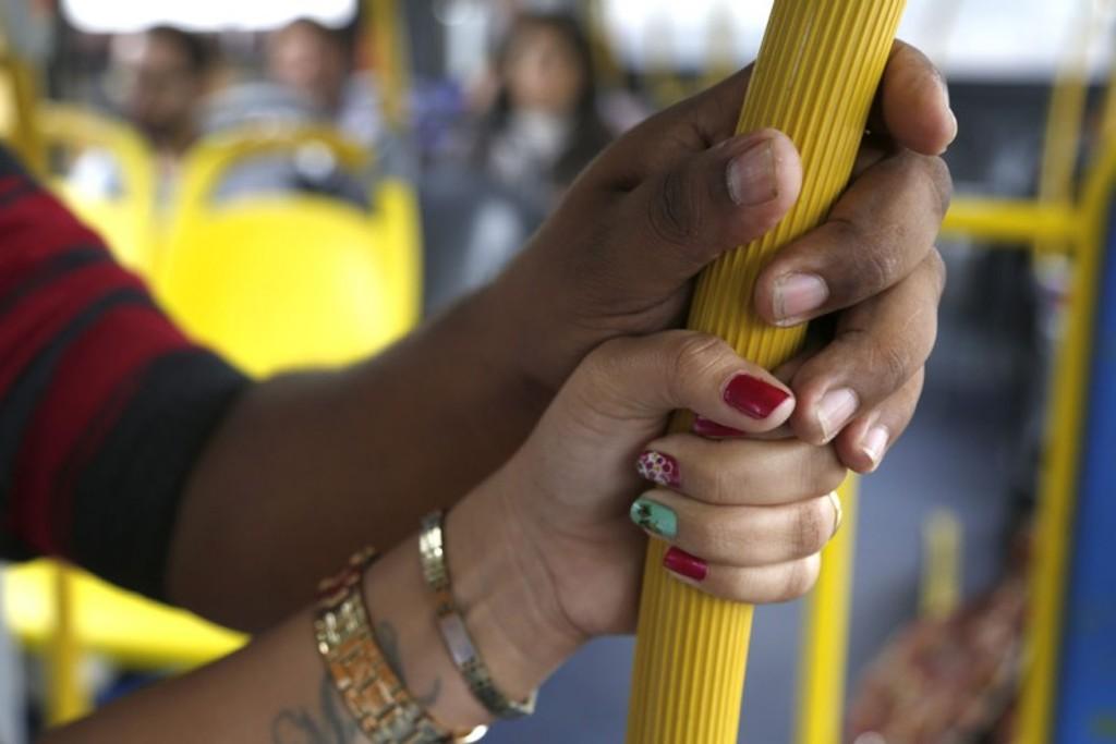 Mulher: Você foi encoxada no ônibus?