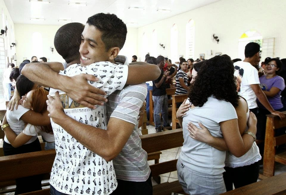 Missas no RN não deverão ter abraço ou aperto de mão da paz por conta da gripe