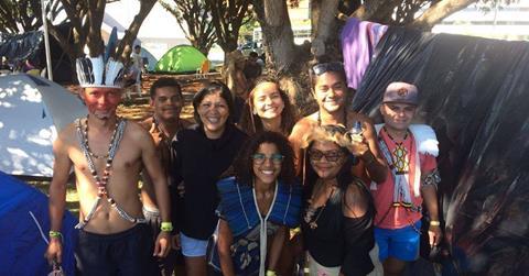Após participar de acampamento em Brasília, índios potiguares fazem campanha para voltar para casa