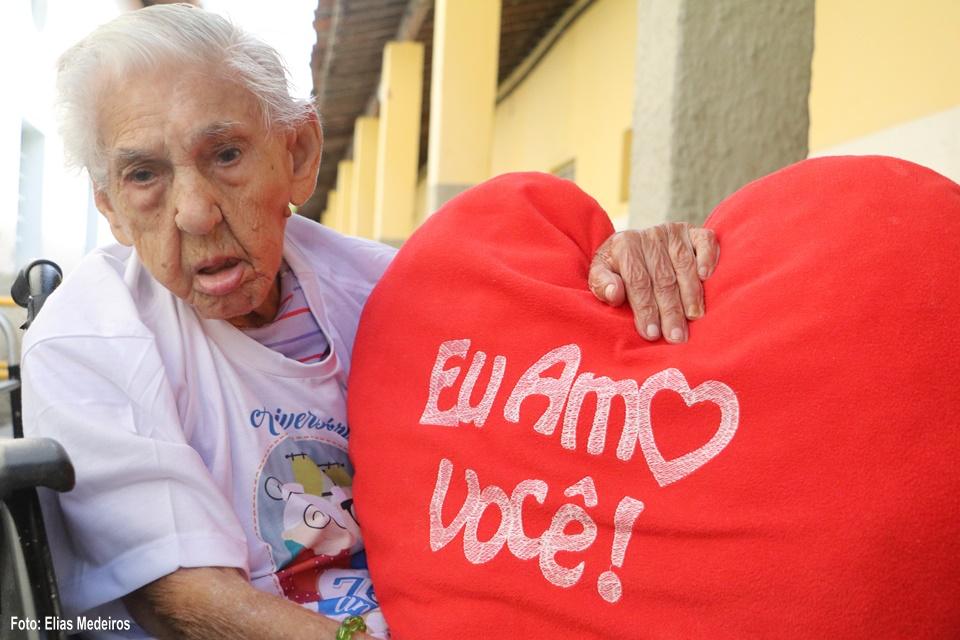 Instituto Juvino Barreto faz feijoada solidária