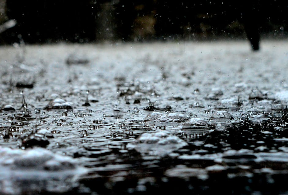 Aqui está o manual de como ser menos cangueiro no trânsito na chuva