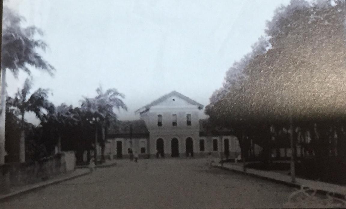 Este prédio existe até hoje na Ribeira