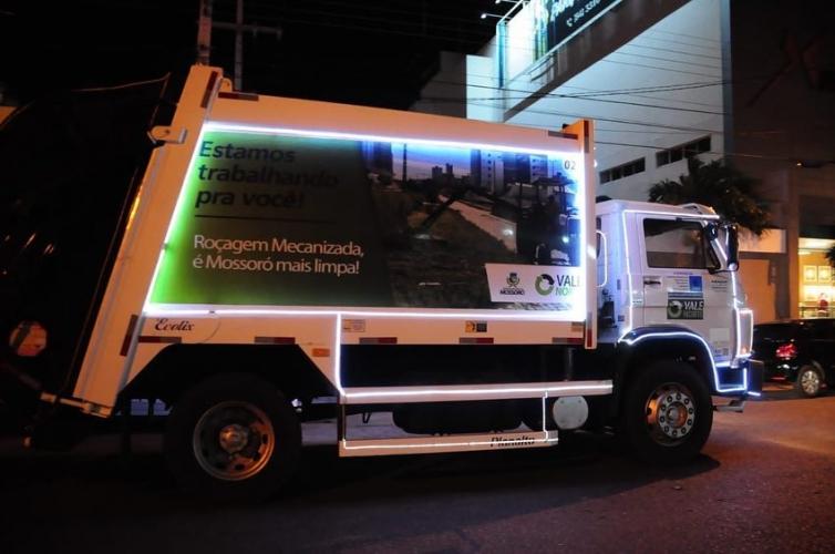 Mossoró já está em clima de Natal, inclusive nos caminhões de lixo