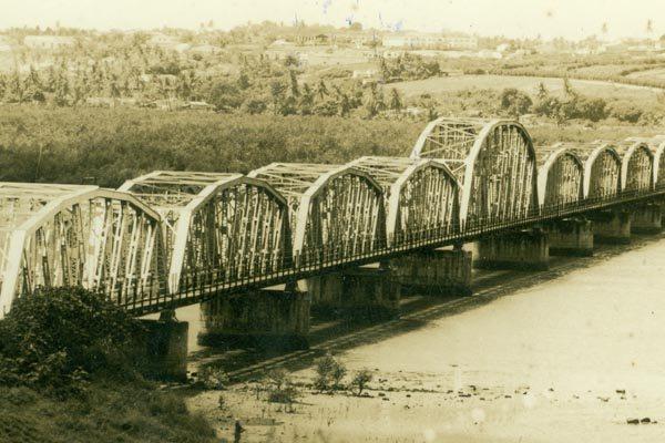 Como era a parte interna da Ponte de Igapó