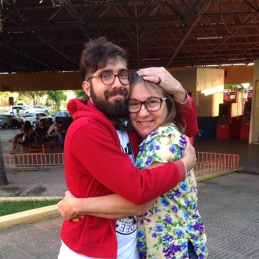 Jornalista transformando luto pela mãe em uma forma de compartilhar amor