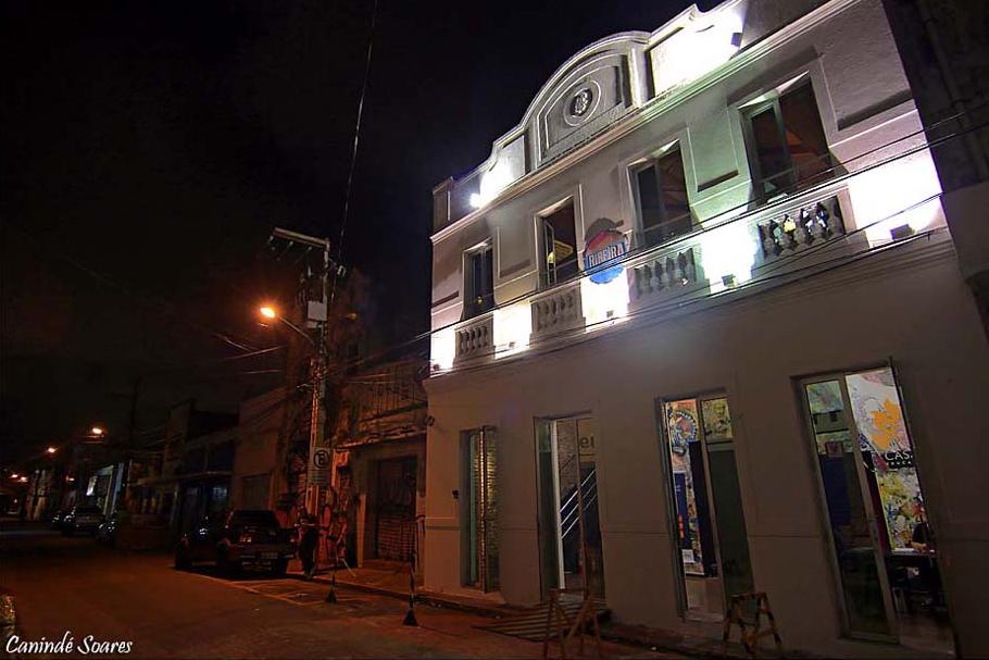 Casa da Ribeira em clima de carnaval durante fevereiro