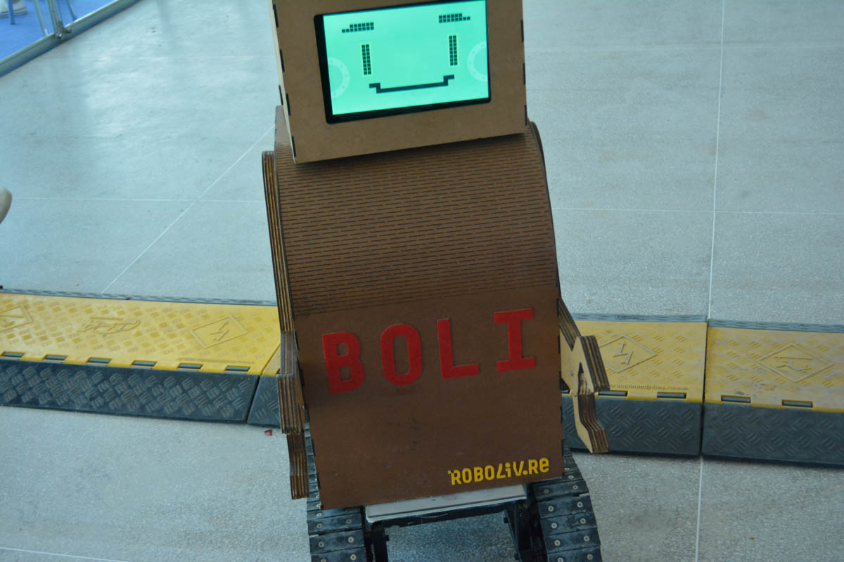 Conheçam o Boli, o seu robô amigo