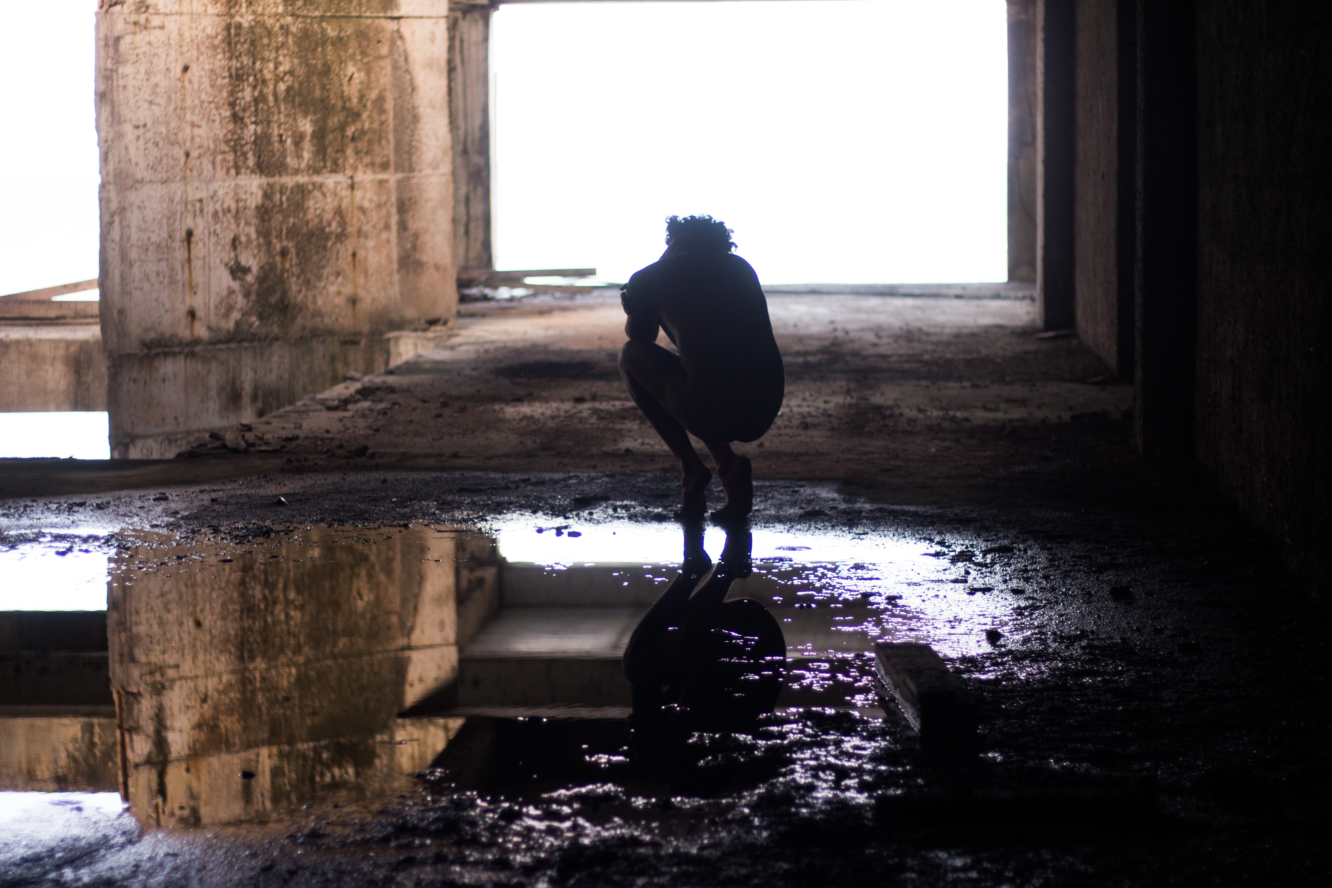 Ator faz ensaio em lugares abandonados de Natal