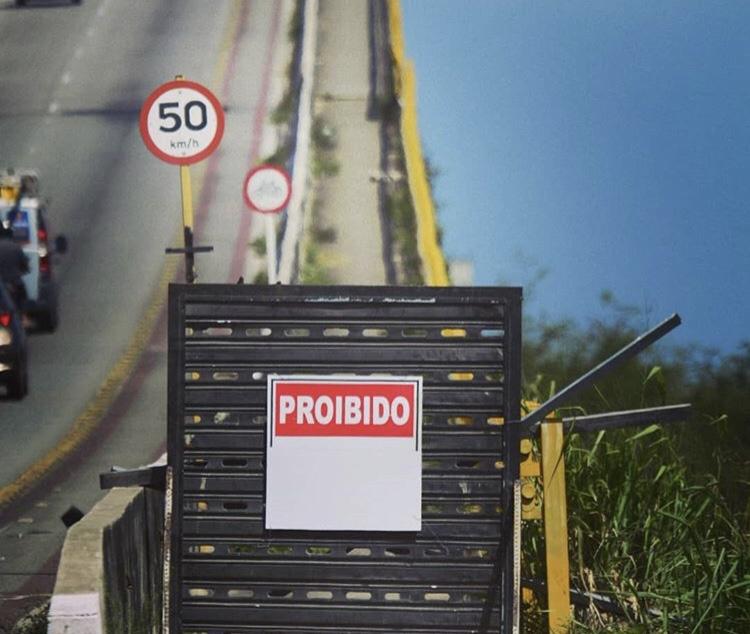 Para evitar suicídios, grupo de prevenção coloca um portão na pista da ponte Newton Navarro
