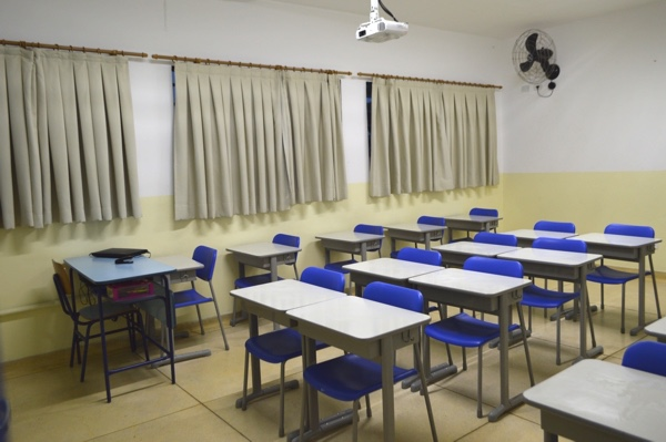 Professor conhecido por ter expulsado aluna com criança em sala de aula recebe punição da UFRN