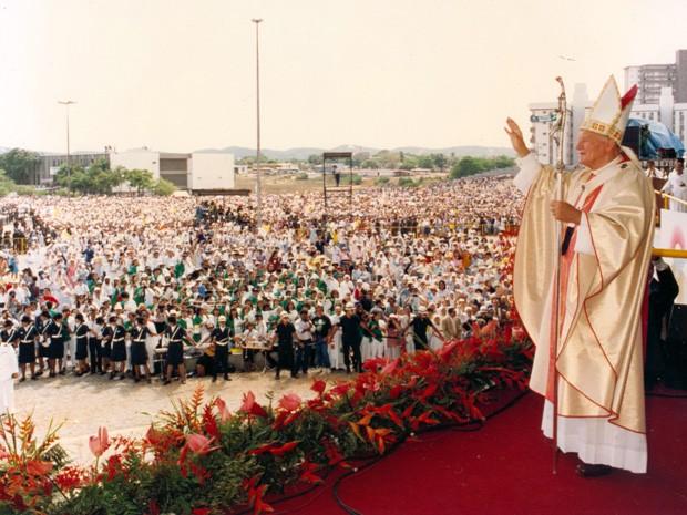 Um vídeo da chegada de João Paulo II em Natal