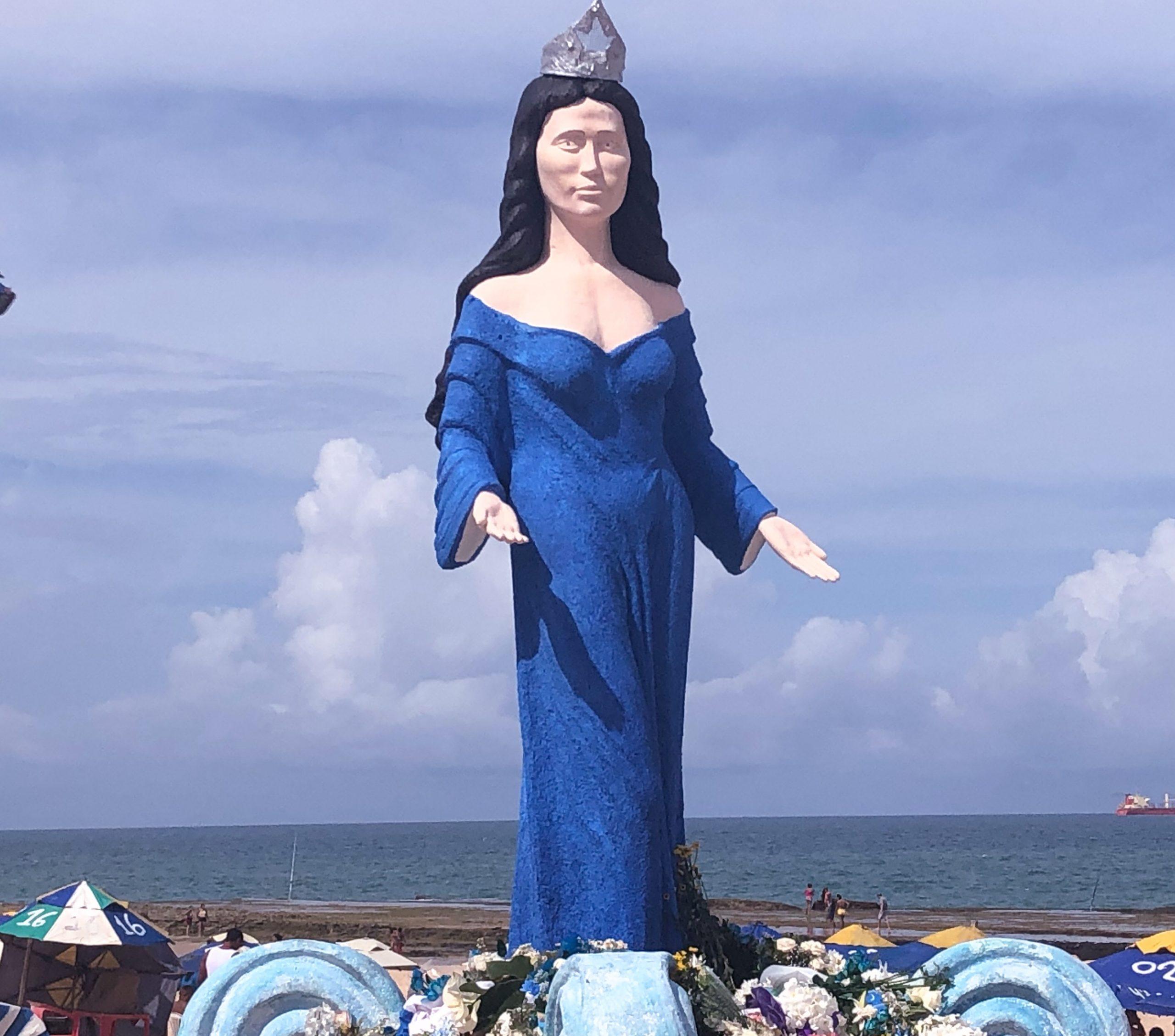 E a nova estátua de Iemanjá em Natal foi inaugurada com festa