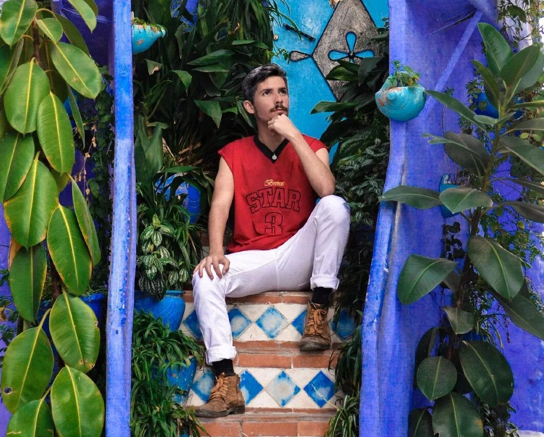Pedro Rhuas: jornalista, escritor e cantor