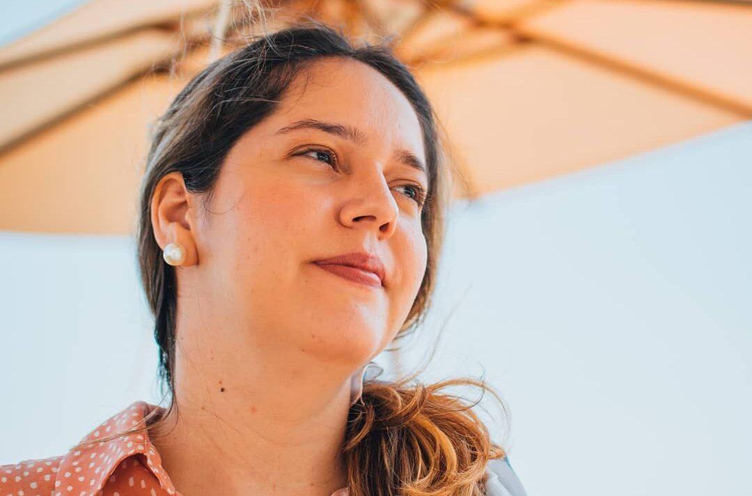 Patrícia Nunes estuda a objetificação da mulher nos outdoors de Natal