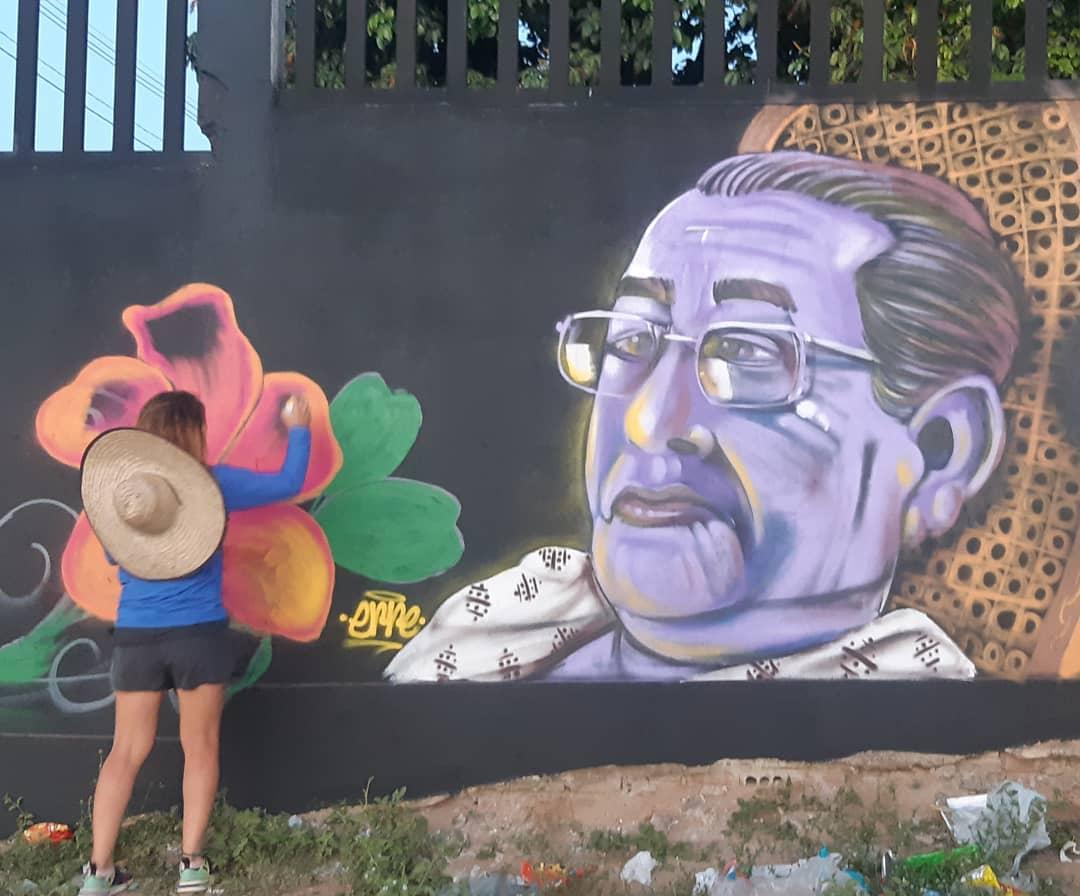 Viúva Machado nos muros do bairro do Guarapes