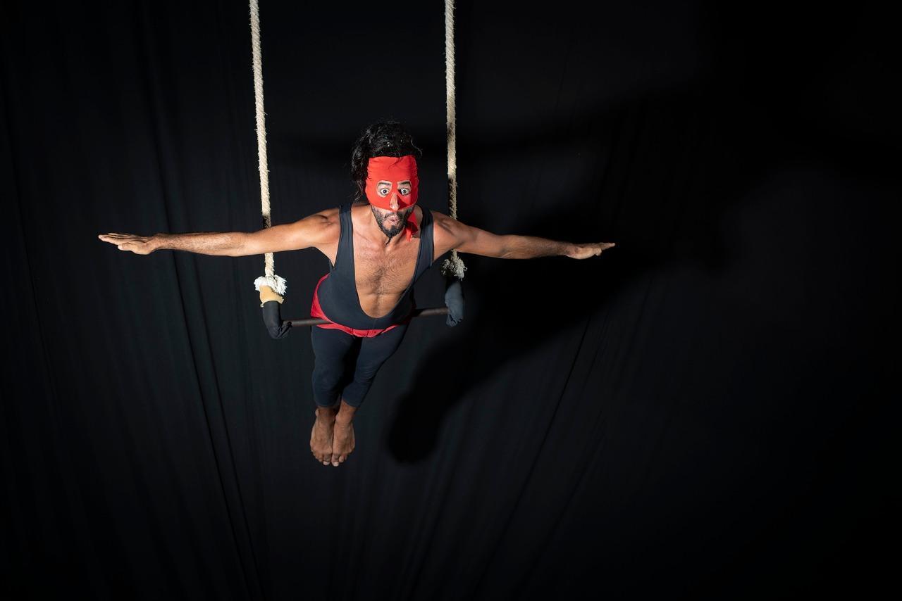 """Tropa Trupe exibe live da peça """"O Misterioso Mascarado"""""""
